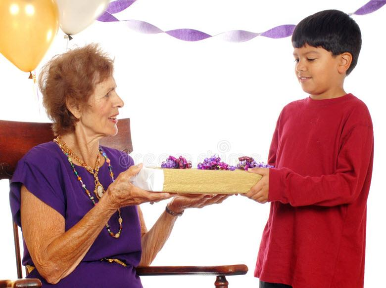 Что подарить внуку на день рождения бабушке