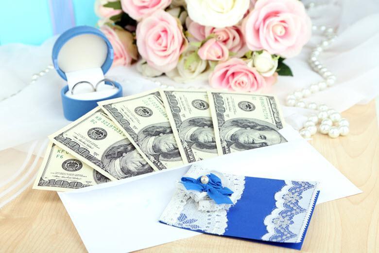 Стоит ли дарить на свадьбу деньги