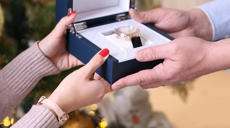 Почему нельзя дарить часы в подарок любимому человеку