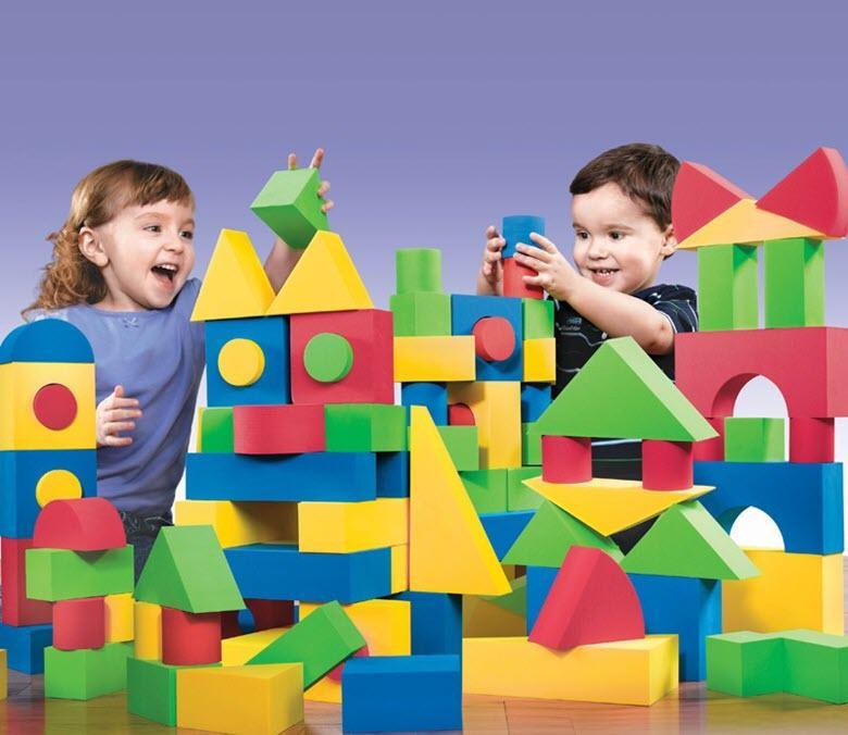 строить из блоков и кубиков